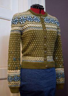Ravelry: Blomstring i Setesdal pattern by Helle Siggerud Knitting Machine Patterns, Fair Isle Knitting Patterns, Fair Isle Pattern, Norwegian Knitting, Fair Isles, Knitting Accessories, Knitting Yarn, Knit Cardigan, Mantel