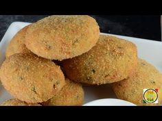 This is a fast and easy recipe to make on a busy night. We especially like the crunch of the bread crumbs.and the mashed potato mixed with some chopped veget. Chicken Cutlet Recipes, Chicken Snacks, Indian Chicken Recipes, Baked Chicken Recipes, Roast Recipes, Indian Food Recipes, Cooking Recipes, Breaded Chicken Cutlets, Chicken Wontons