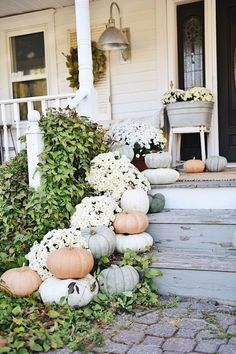 Rustic cottage farmhouse fall porch steps diy fall decor, th Fall Home Decor, Autumn Home, Modern Fall Decor, Farmhouse Style, Farmhouse Decor, French Farmhouse, Rustic Style, White Farmhouse, French Country