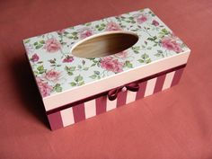Todos os tamanhos   Angielskie różyczki   Flickr – Compartilhamento de fotos! Decoupage Glass, Decoupage Box, Decoupage Vintage, Tissue Box Covers, Tissue Boxes, Diy And Crafts, Paper Crafts, Shabby Chic Crafts, Country Crafts