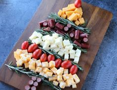 Need a simple and satisfying appetizer you can make in minutes? This Easy Holiday Appetizer Idea is the perfect cheese platter for the holidays! Make Ahead Christmas Appetizers, Holiday Snacks, Holiday Appetizers, Appetizer Recipes, Holiday Recipes, Xmas Desserts, Holiday Parties, Family Fresh Meals, Clean Eating Snacks
