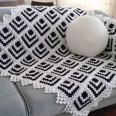 Pyramid Crochet Afghan Pattern Free - Her Crochet Point Granny Au Crochet, Crochet Ripple, Crochet Quilt, Baby Blanket Crochet, Knit Crochet, Crochet Motif, Motifs Granny Square, Granny Square Crochet Pattern, Crochet Squares