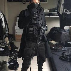 Sun Tutorial and Ideas Moda Cyberpunk, Cyberpunk Fashion, Dark Fashion, Mens Fashion, Fashion Outfits, Mode Sombre, Estilo Rock, Apocalyptic Fashion, Style Japonais
