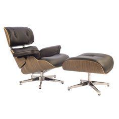Charles Eames Lounge stoel met Hocker. Lounge bruin. Design Lounge stoel met Hocker.