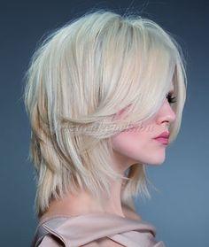 női frizurák félhosszú hajból - lépcsőzetesen nyírt félhosszú frizura