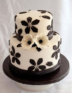 brown and cream floral wedding cake