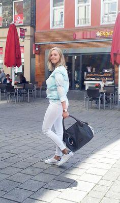 Outfit der Woche! Jeans: Marc O'Polo - T-Shirt & Bluse: Tommy Hilfiger - Tasche & Anhänger: Liebeskind #fashion www.wiese-modewelt.de
