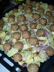 Sprouts, Sausage, Meat, Vegetables, Food, Eten, Vegetable Recipes, Veggie Food, Brussels Sprouts
