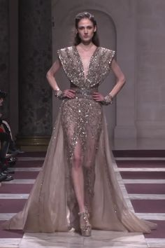 Ziad Nakad Look Spring Summer 2019 Haute Couture Collection : Embroidered Sand Slit Sheath Evening Maxi Dress / Evening Gown with Deep V-Neck Cut, V-Back Cut Skirt and a Train. Fashion Runway by Ziad Nakad Haute Couture Dresses, Couture Fashion, Runway Fashion, Evening Gowns Couture, Elie Saab Couture, Queen Fashion, Womens Fashion, Looks Kate Middleton, Dress Outfits