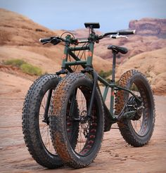 The Rungu Electric Juggernaut is the ultimate adventure bicycle. The beastly fat-tire trike features three huge, soft knobby tires, and is equipped with a torquey 3 phase hub motor that has a 20 mile range and a top speed of 20 miles an hour. Tricycle Bike, Trike Bicycle, Cool Bicycles, Cool Bikes, E Quad, Montain Bike, E Biker, Futuristic Motorcycle, Motorcycle Girls