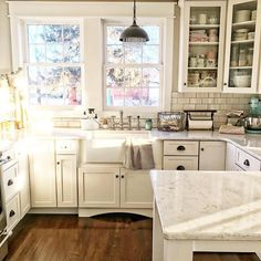 5 Discover Cool Tips: Vintage Kitchen Remodel Awesome narrow kitchen remodel cutting boards.Kitchen Remodel Backsplash Back Splashes. Warm Kitchen, Kitchen Redo, Country Kitchen, New Kitchen, Neutral Kitchen, Narrow Kitchen, Condo Kitchen, Kitchen Small, Granite Kitchen
