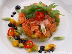 Salmon tartar with avocado and mango salsa Great Recipes, Favorite Recipes, Mango Salsa, Bruschetta, Starters, Fruit Salad, Tapas, Salmon, Seafood