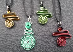 13 Paper Quilling Design Ideas That Will Stun Your Friends Paper Quilling Earrings, Paper Quilling Designs, Quilling Paper Craft, Quilling Ideas, Paper Jewelry, Polymer Clay Jewelry, Jewelry Crafts, Bijoux Fil Aluminium, Quilled Creations