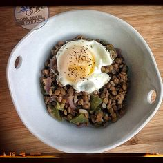 Could have saved this for #FlexBowlFridays but it was too good to pass up this #5ingredient Spicy Lentil And Fried Egg Bowl This Morning. Now fueled for my morning . Ingredients are lentils, red onion, jalapeño, garlic and egg. #endurancefoodies #realfood #cleaneating #eggs #enduranceathlete #endurancenutrition #foodisfuel #keepitsimple #keepittasty #keepitclean #homemadechef #cter #ironman #ironmandiet #plantbased #plantbasedathlete #triathlon - @cooktraineatrace- #webstagram