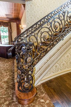 Iron stairs handrail 22 new ideas Tiled Staircase, Wrought Iron Staircase, Wrought Iron Stair Railing, Stair Railing Design, Metal Stairs, Stair Handrail, Stair Decor, Staircase Railings, Wooden Stairs
