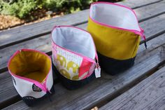 The lovely blogger Noodlehead wows me again:  open wide zippered pouch tutorial.  Full tute here:  http://www.swimbikequilt.com/2011/07/summer-sampler-series-six-pointed.html