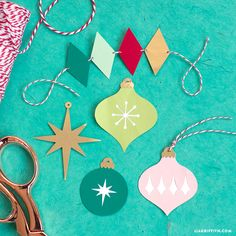 We wish you a retro Christmas! In tandem with our printable retro gift wrap, these retro holiday gift toppers are so festive and fun. Clay Christmas Decorations, Vintage Christmas Ornaments, Christmas Paper, Christmas Baubles, Christmas Projects, Holiday Crafts, Christmas Trees, Modern Christmas, Christmas Love