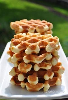Gofry te są bardzo nietypowe. Bardziej przypominają mi kruche ciasteczka. Dość słodkie, jednak kiedy poda się je w towarzystwie kwaskowatego dżemu, są pyszne.
