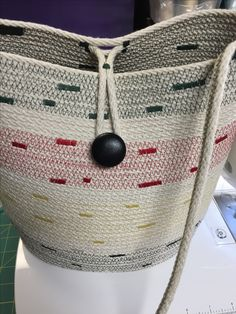 Andrea Spadola designs & sews cotton rope & colorful thread into coiled rope messenger bag. Tote your stuff around in style. Rope Basket, Basket Bag, Fabric Bowls, Rope Art, Rope Crafts, Handbag Patterns, Cotton Rope, Knitted Bags, Sisal