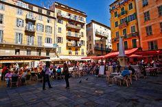 Place Rossetti dans le vieux Nice