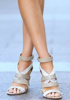 Thick criss-cross straps in grey and snakeskin. Trendy Shoes, Cute Shoes, Me Too Shoes, Keds, Jordan Shoes, Zapatos Shoes, Shoe Boots, Shoe Bag, All About Shoes