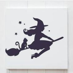 Halloween Tattoo, Casa Halloween, Holidays Halloween, Halloween Crafts, Halloween Decorations, Pretty Halloween, Silhouette Design, Witch Silhouette, Silhouette Projects