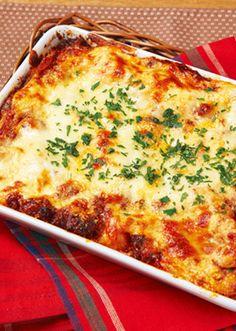 ごろごろとした手作りミートソースとヘルシーな豆腐クリームを重ねたグラタンです。 手に入りやすい餃子の皮を使用し、ラザニアに仕立てます。 Lasagna, Quiche, Pasta, Cooking, Breakfast, Ethnic Recipes, Food, Kitchen, Morning Coffee