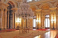 Vous voulez le même lustre que celui du Palais de Dolmabahçe? Aucun problème, nous pouvons le réaliser pour vous... Création de luminaires de luxe: www.i-lustres.com 06 26 47 27 02