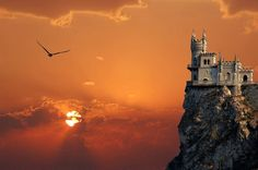 The Swallow's Nest – a Castle on a Cliff in the Crimea The Swallow's Nest, Ukraine, Russia. The stunning castle balancing on . The castle overlooking the Black Sea is a popular tourist attraction. Ukraine, Fairytale Castle, Nice View, Beautiful Landscapes, Beautiful Architecture, Places To See, Cool Pictures, Beautiful Pictures, Beautiful Places