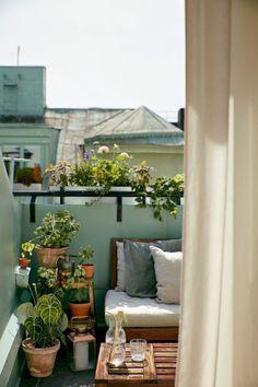 Small Apartment Balcony Decorating Ideas (40)