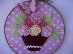 Embroidery Hoop Wall Felt Flowers 24 Ideas For 2019 Embroidery Hoop Crafts, Machine Embroidery Projects, Hand Embroidery Designs, Felt Flowers, Fabric Flowers, Felt Crafts, Diy And Crafts, Flower Crafts, Craft Flowers