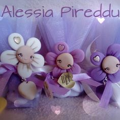 #fiori #fiorellini #bombonierecomunione #bomboniere #bombonierebattesimo #viola #fattoamano #handmade #pastadimais #porcelanafria #porcellanafredda #massadebiscuit #alessiart