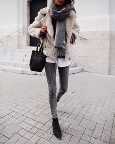 Teen Clothing chic winter outfit for young women, casual chic winter outfit for women in their. Chic Winter Outfits, Chic Outfits, Fall Outfits, Fashion Outfits, Womens Fashion, Winter Dresses, Winter Clothes, Winter Outfits Women 20s, Winter Layering Outfits