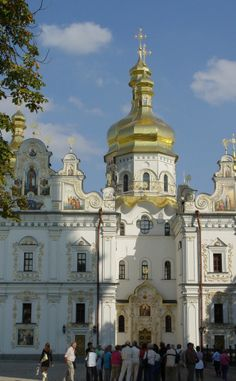 7 Tips for planning a visit to Kiev Pechersk Lavra - a beautiful cave monastery in Kiev, Ukraine. Plan A, How To Plan, Kiev Ukraine, Old City, Us Travel, Cave, Vacations, Old Things, Architecture
