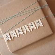 ✂️ That's a Wrap ✂️ diy ideas for gift packaging and wrapped presents - name bunting gift wrapping gift packaging Creative Gift Wrapping, Present Wrapping, Creative Gifts, Gift Wrapping Ideas For Birthdays, Cute Gift Wrapping Ideas, Diy Wrapping, Rustic Christmas, Christmas Crafts, Christmas Bunting
