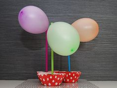 Humua -kaikkien juhlien ideapankki » DIY- Ilmapallokoristeiset muffinsit Cake Toppers, Desserts, Food, Tailgate Desserts, Deserts, Essen, Postres, Meals, Dessert