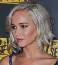 Pixie crops, colour changes and that famous Katniss braid, track Jennifer Lawrence& hairstyle history Love Your Hair, Great Hair, Short Summer Haircuts, Short Hair Cuts, Short Hair Styles, Jennifer Lawrence Hair, Hair Photo, Hair Dos, Pretty Hairstyles