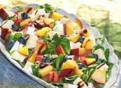 sałatka z rukoli i roszponki do obiadu: Przepisy, jak zrobić - Smaker.pl Fruit Salad, Cantaloupe, Food, Fruit Salads, Essen, Meals, Yemek, Eten