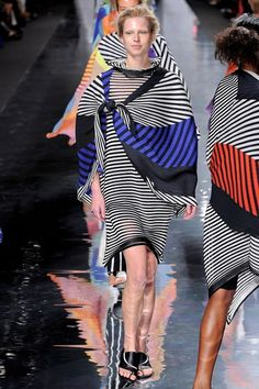 See all the Collection photos from Issey Miyake Spring/Summer 2013 Ready-To-Wear now on British Vogue Issey Miyake, Geometric Fashion, Fashion Project, Fashion Show, Fashion Trends, Fashion Spring, Street Outfit, Japanese Fashion, Sexy Outfits