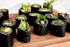 Quinoa Sushi Rolls Vegan Sushi, Veg Recipes, Vegetarian Recipes, Healthy Recipes, Cold Dishes, Sushi Rolls, Healthy Cooking, Healthy Food, Gourmet