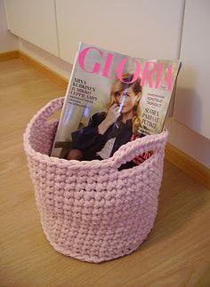 Tee-se-itse-naisen sisustusblogi: lehtikori virkaten (Paper basket)