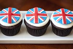 Fondant toppers by Two Sugar Babies - twosugarbabies.etsy.com #british #unionjack #london
