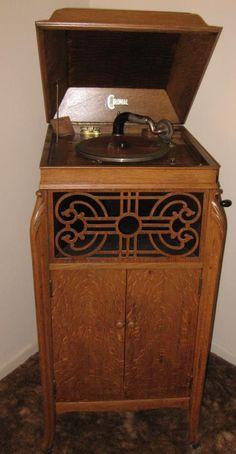 Antique Phone, Antique Radio, Trunk Furniture, Antique Furniture, Vintage Records, Vintage Music, Vintage Antiques, Vintage Items, Record Players