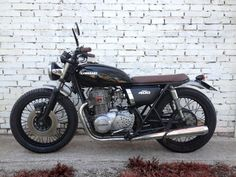 Cafe racers, scramblers, street trackers, vintage bikes and much more. The best garage for special motorcycles and cafe racers. Kawasaki Cafe Racer, Inazuma Cafe Racer, Cafe Racer Girl, Street Tracker, Honda Cb, Love Car, Vintage Bikes, Cool Bikes, Motorbikes