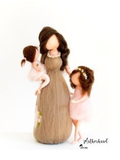 Mom of Two Daughters - Family Portrait Custom - Personalized Gifts - Mother Child art Mother Daughter Art, Mother Art, Mom And Sister, Mother And Child, Family Illustration, Two Daughters, Gifts For New Moms, Felt Dolls, Clipart