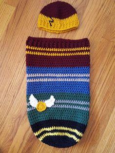 Crochet hat potter baby cocoon Crochet Baby Cocoon Pattern, Baby Afghan Crochet Patterns, Newborn Crochet, Baby Blanket Crochet, Baby Patterns, Baby Harry Potter, Harry Potter Crochet, Crochet For Boys, Cute Crochet