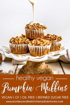 These oil free Healthy Vegan Pumpkin Muffins are sure to please. Perfectly tender with just the right amount of pumpkin and cinnamony goodness. Healthy Vegan Dessert, Cake Vegan, Vegan Breakfast Recipes, Vegan Sweets, Vegan Desserts, Vegan Food, Healthy Snacks, Gourmet Recipes, Baking Recipes