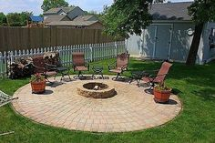 Do you want to know how to build a DIY outdoor fire pit plans to warm your autumn and make s'mores? Find 57 inspiring fire pit ideas in this article. Diy Fire Pit, Fire Pit Backyard, Backyard Patio Designs, Diy Patio, Backyard Landscaping, Patio Gazebo, Budget Patio, Pergola Roof, Patio Table
