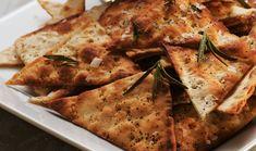 Tunnbrödschips med rosmarin | Polarbröd Side Recipes, Parmesan, Guacamole, Pizza, Cheese, Chicken, Food, Side Dish Recipes, Essen