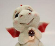 Купить Клюковка в сахаре. - дракон, Валяние, валяная игрушка, валяшка, фильцевание, белый, шерсть, стекло